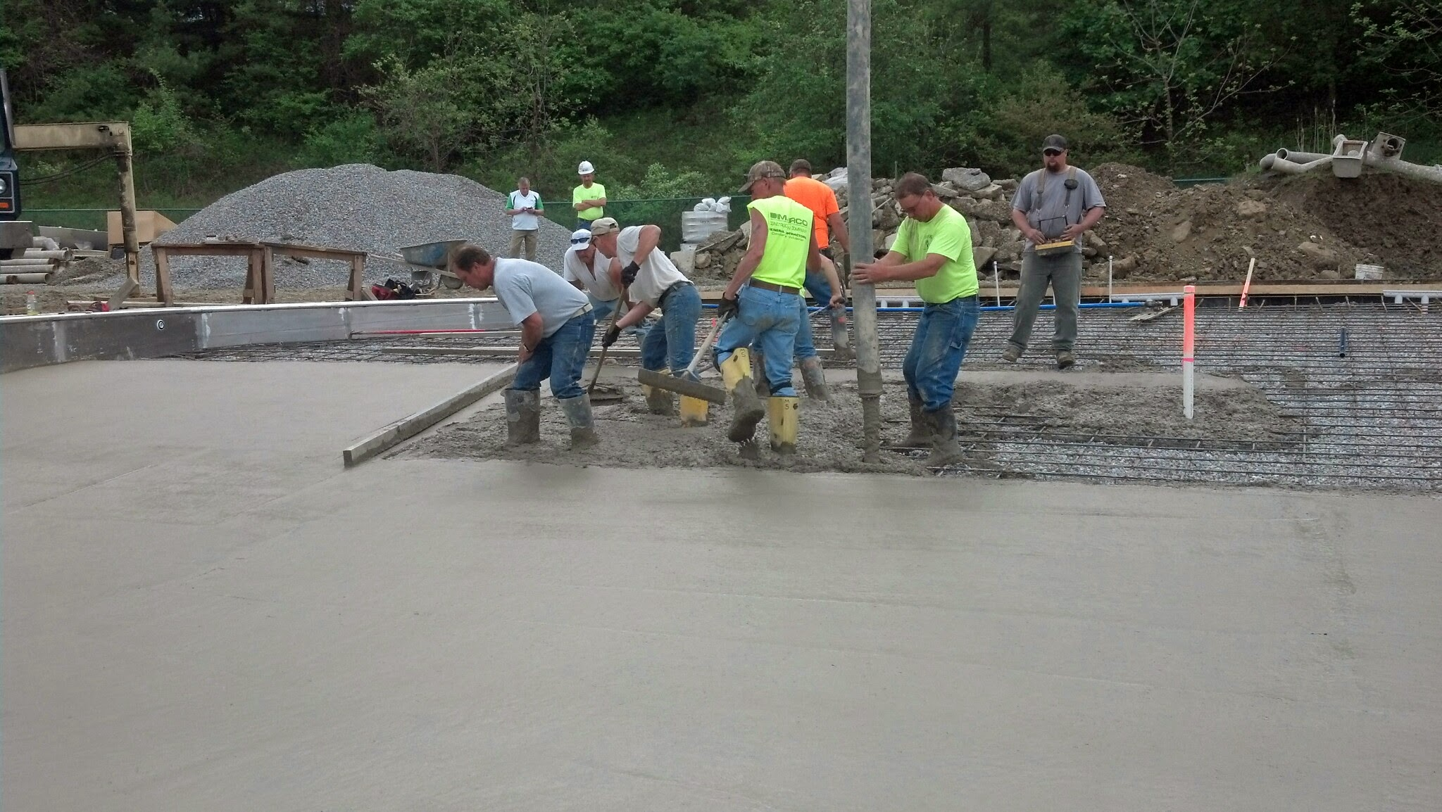 5-14-14 Leisure Pool Floor Pour 4